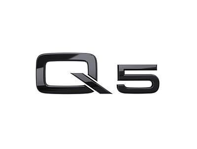 Modellbezeichnung Q5 in Schwarz für das Heck